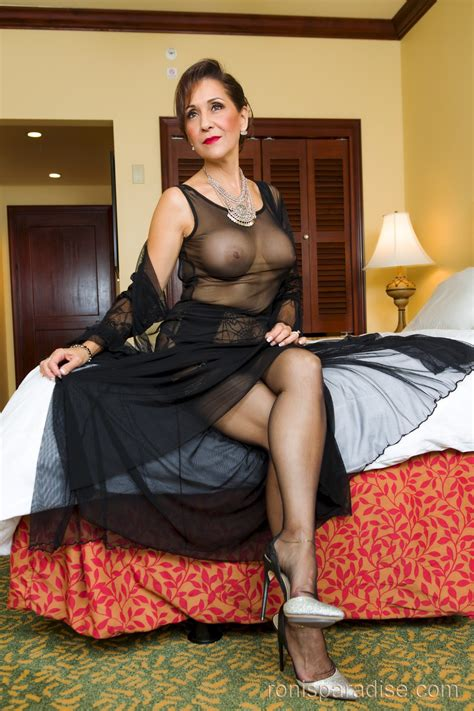 mature ladies in sheer hose jpg 1333x2000